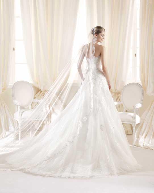 długi koronkowy welon do sukni ślubnej