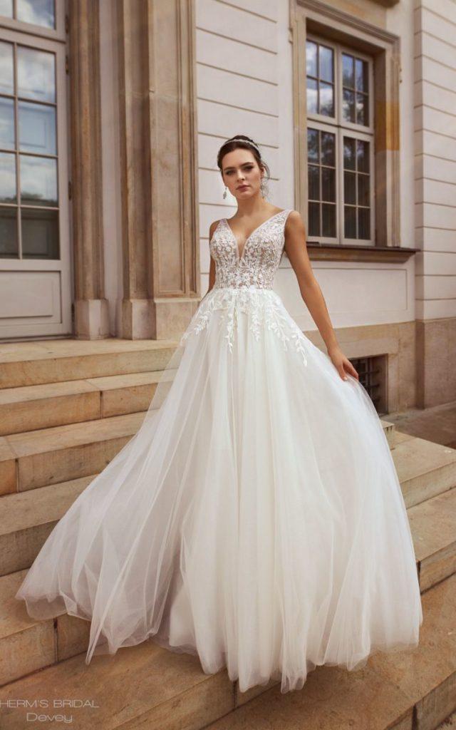 Suknia ślubna w kolorze ecru