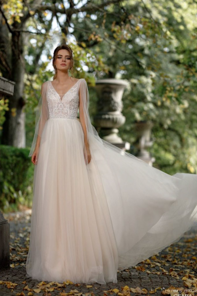 Suknia ślubna z tiulu