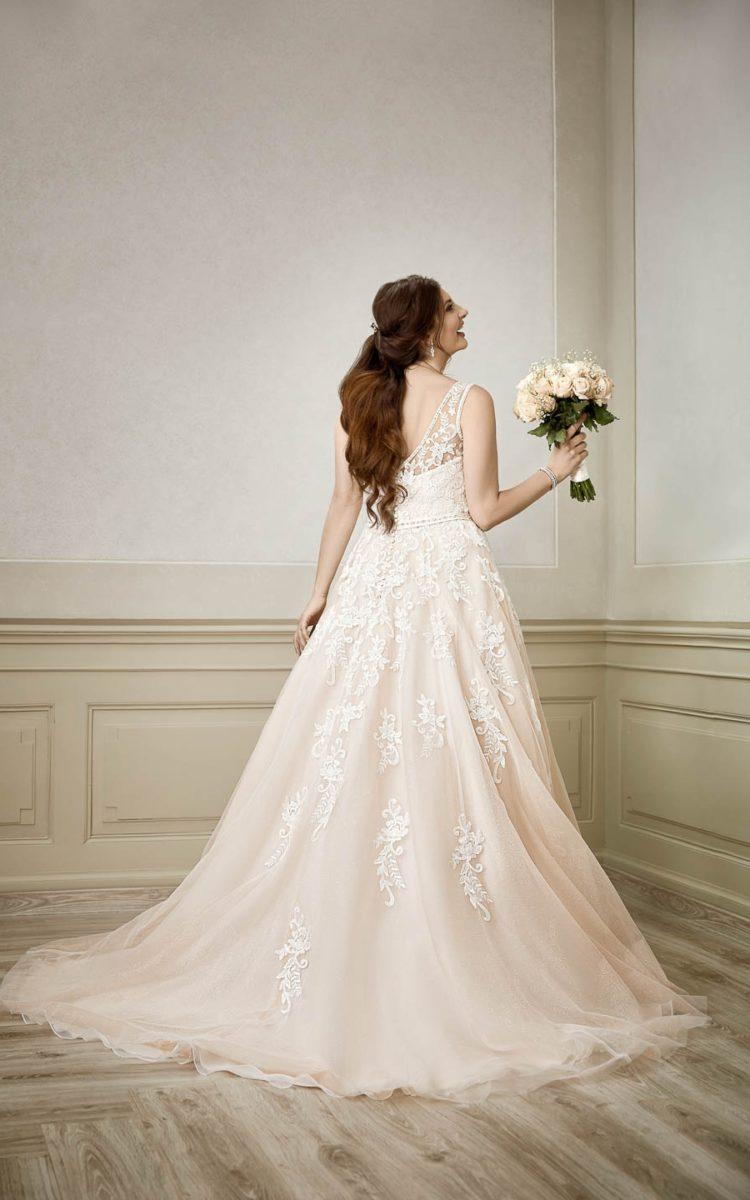 Tiulowa suknia ślubna XXL